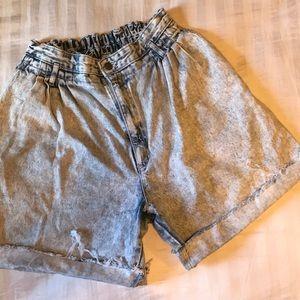 Vintage acid wash mom shorts!